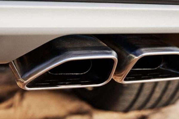 Dual-tip trapezoidal exhaust.
